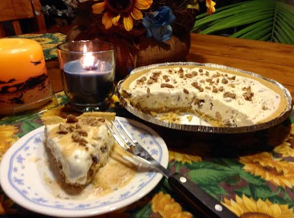 Vanilla Ice Cream Pie With Caramel Sauce