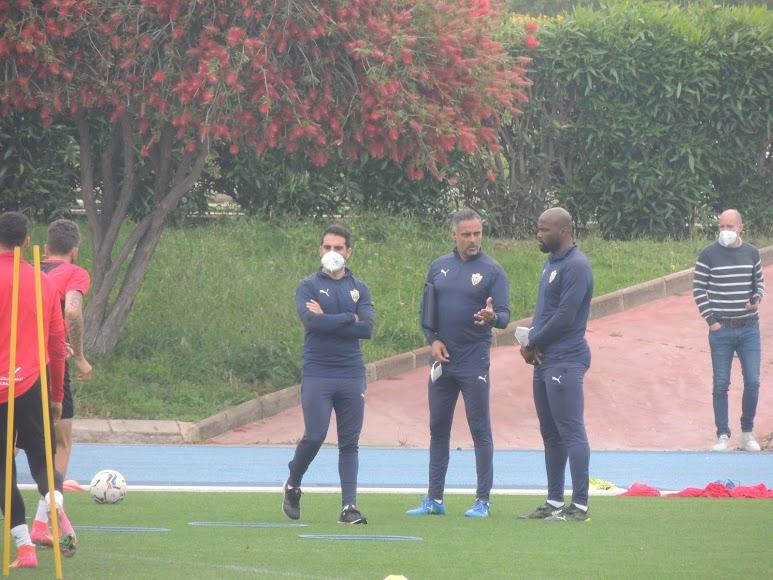 José Gomes hablando con André Bikey esta mañana.