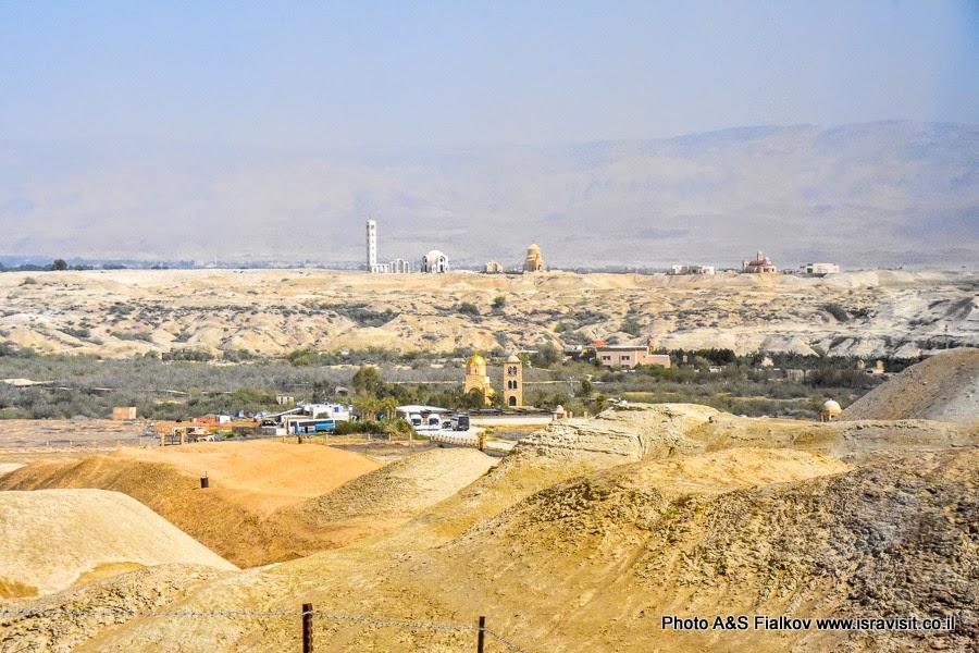 Церкви в Каср аль-Яхуд, на месте крещения Христа в реке Иордан.