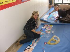 Photo: Las maestras y maestros montamos el mural