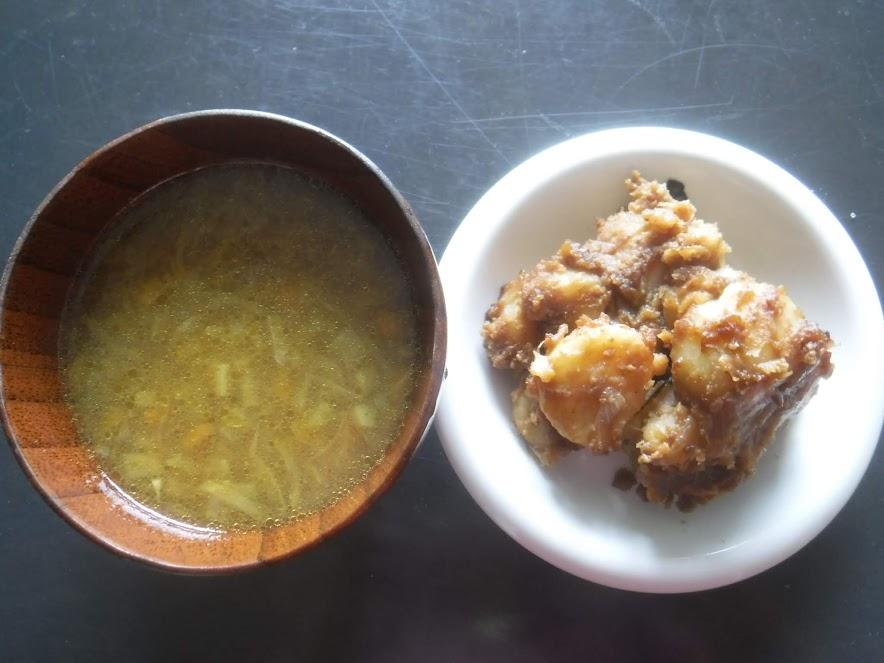 じゃがいもの味噌炒めが大人気。そして、じゃがいも、大根、玉ねぎ、人参をコトコト煮たスープも滋味深い味でした。