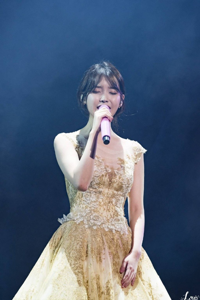 iu gown 12