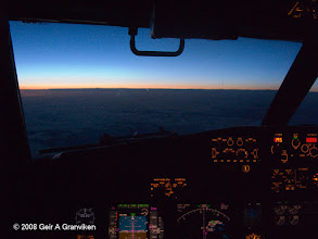 Photo: Flying into the evening (B737 NG)