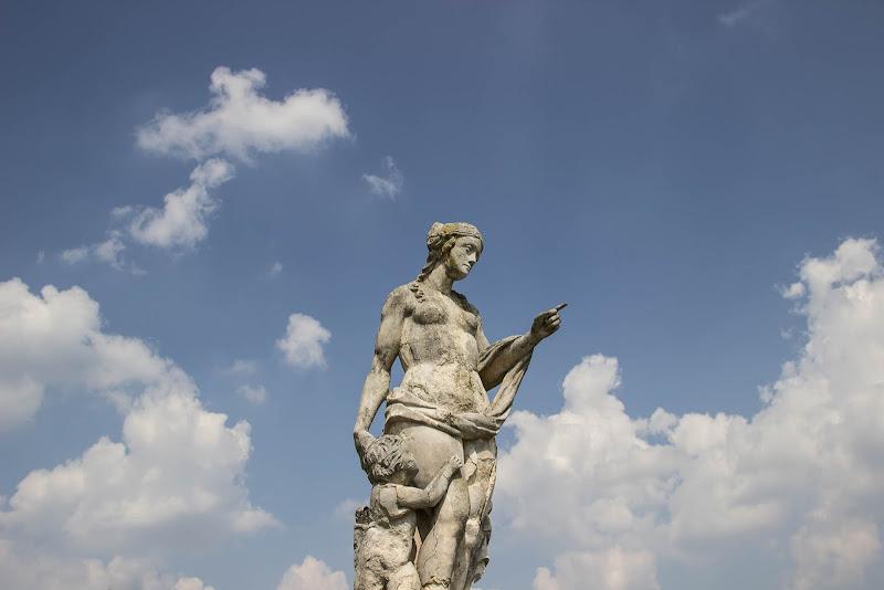 Segui l'indicazione: la via delle nuvole... di Zampi