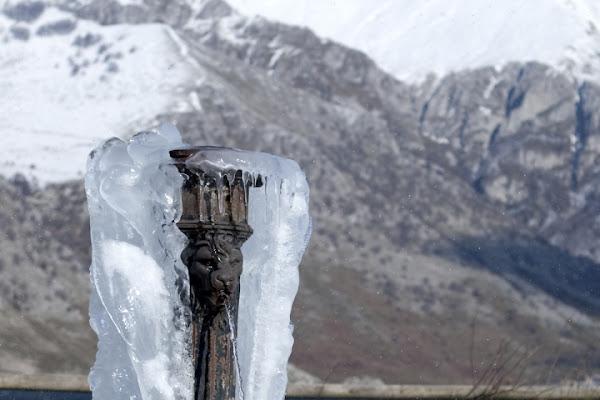 La fontana nel ghiaccio di Mirko Macari Fotografia