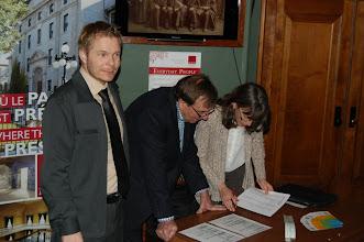 Photo: Quelques-uns de nos membres du bureau de direction à l'accueil : Sébastien, Pierre et Julie