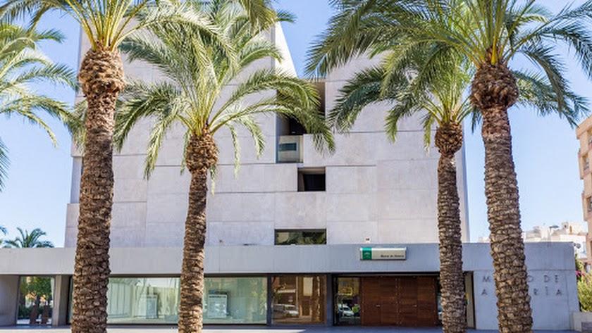 Vista del Museo Arqueológico de Almería tomada desde su plaza.