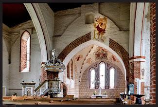 Photo: dreischiffige Dorfkirche aus dem 13. Jahrhundert in Reinberg