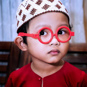 Innocent Eyes by Mohd Nazmie Ab Malek - Babies & Children Children Candids ( love, home, lifestyle, candid, cute, handsome, boy, kids portrait, eyes )