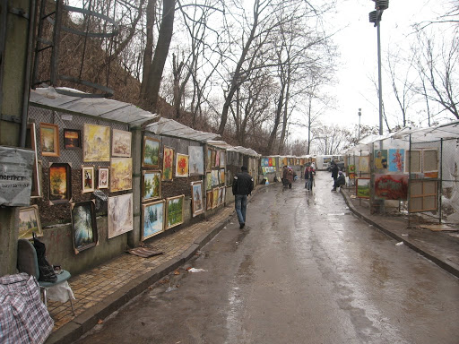 Picture gallery on the street