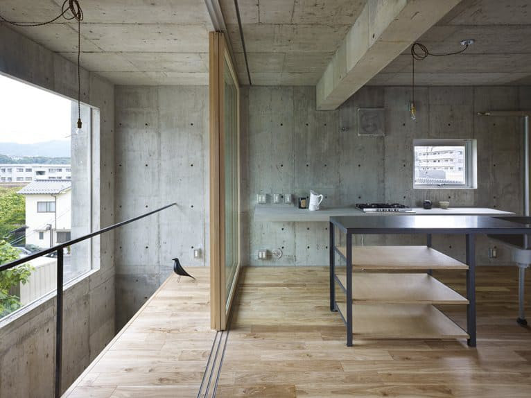 curved concrete house with interior courtyard 5