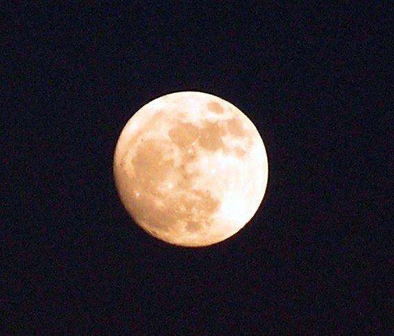 Луна 18 марта 2011 года выглядела так