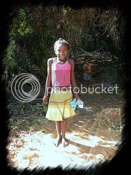 http://i1252.photobucket.com/albums/hh578/chevrette13/Madagascar/DSCN2259Copierflou_zpse6423e97.jpg