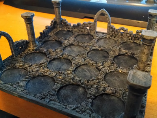 Stackable Dungeon-style Miniature Stand by Xloud