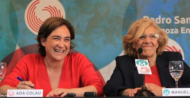 La alcaldesa de Barcelona, Ada Colau, junto a la alcaldesa de la Comunidad de Madrid, Manuela Carmena. EUROPA PRESS