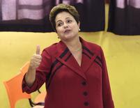 Presidente Dilma Rousseff, candidata à reeleição pelo PT, vota em Port Alegre. 5/10/2014.  REUTERS/Edison Vara