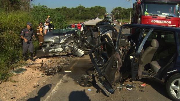 Acidente registrado na manhã desta terça-feira (21) em São José dos Campos (Foto: Reprodução/TV Vanguarda)