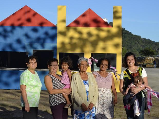 Tradição da Festa de São Pedro passa por quatro gerações da família Martins da Silva, em Vitória (Foto: Viviane Machado/ G1 ES)