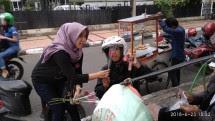 Sosialisasikan Gerhana, Anak Muda Jabar Bagikan Bunga Mawar (Foto Dok Industry.co.id)