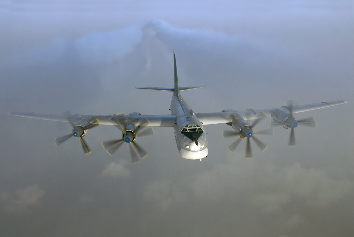 http://upload.wikimedia.org/wikipedia/commons/9/91/Tupolev_Tu-95_in_flight.jpg