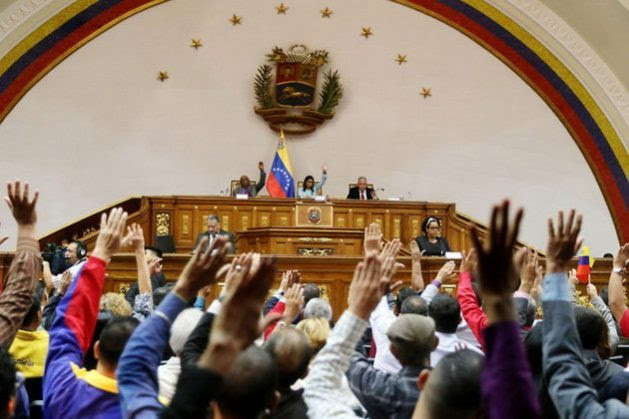 By a show of hands, Venezuela's National Constituent Assembly passed on Nov. 8 the new law against hate, which represents a threat to freedom of expression according to organisations that work to defend free speech. Credit: Zurimar Campos / AVN