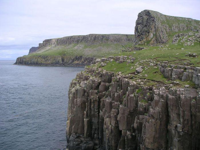 Scotland_Skye_cliffs (700x525, 70Kb)