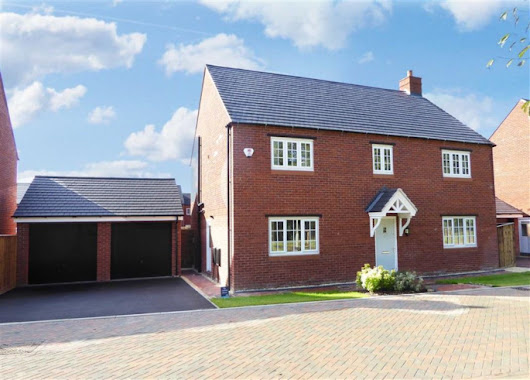 4 bedroom property for sale in Parsons Piece, Banbury - £560,000