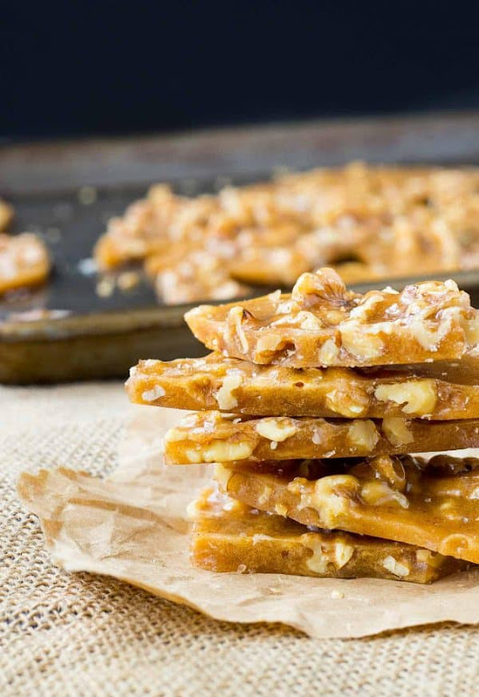 Walnut Brittle with Cinnamon and Cloves