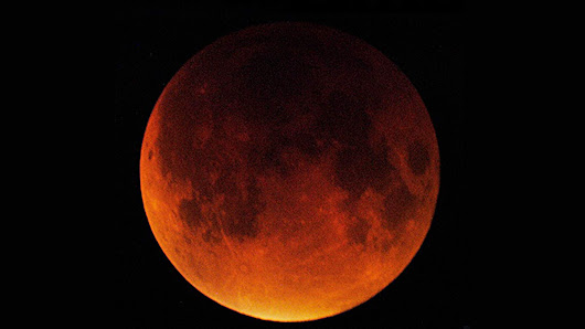 Catch a Total Lunar Eclipse Early Wednesday Morning