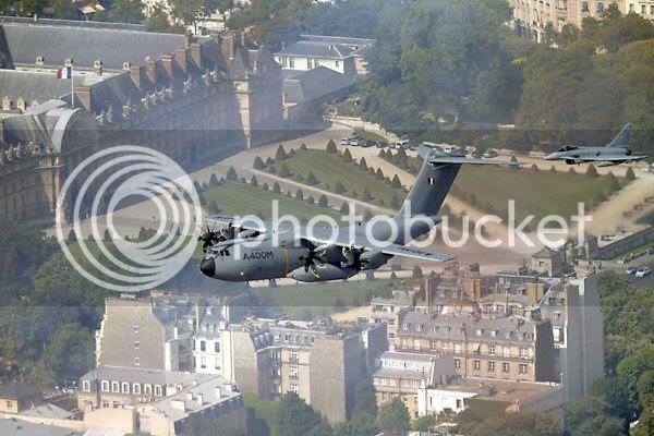 El A400M en el desfile de las fuerzas armadas francesas en París ...