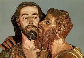 Resultado de imagen para EL BESO Y LA FALSÍA Cuando el abrojo cubrió los corazones de espinas, pude traspasar la valla con esquirlas escondidas , me han usado con mancilla, deshonor e hipocresía, y el interés personal degradó mi jerarquía: he sido beso de asco, naturaleza perdida. He sabido de traiciones y de belfas delictivas, he entregado al mismo Dios a maderas asesinas. A Judas hice famoso por usarme con falsía, y quien siembra como Judas cosecha treinta desdichas.