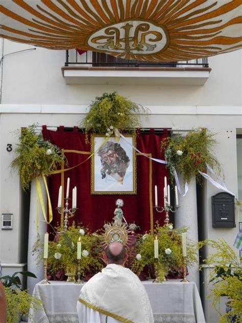 Corpus Christi Evocando la Pasion de Cristo.   Altar decor