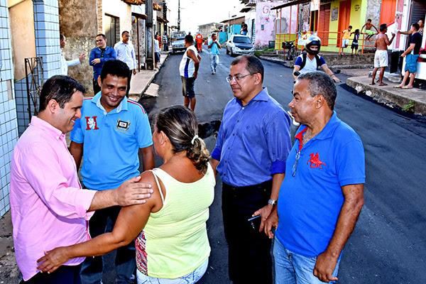 Prefeito edivaldo Holanda Júnior é recebido por moradores do bairro Sá Viana