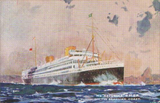 O 'Asturias' navegando na costa brasileira, em cartão postal da época, vendo-se as duas chaminés