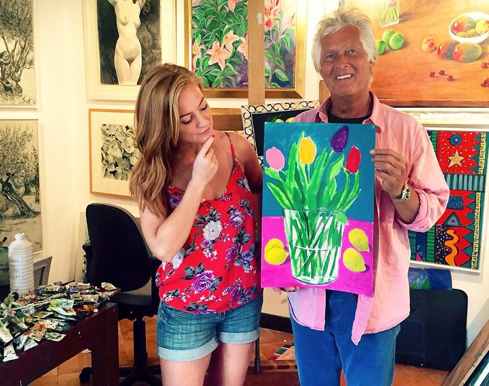 Bastante como uma imagem: Sarah-Jane interpreta crítico de arte com o pintor Alan Hydes, que lista o residente local Andrew Lloyd Webber entre seus clientes