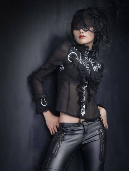 Where to Find Fashionable Gothic Clothes on a Budget