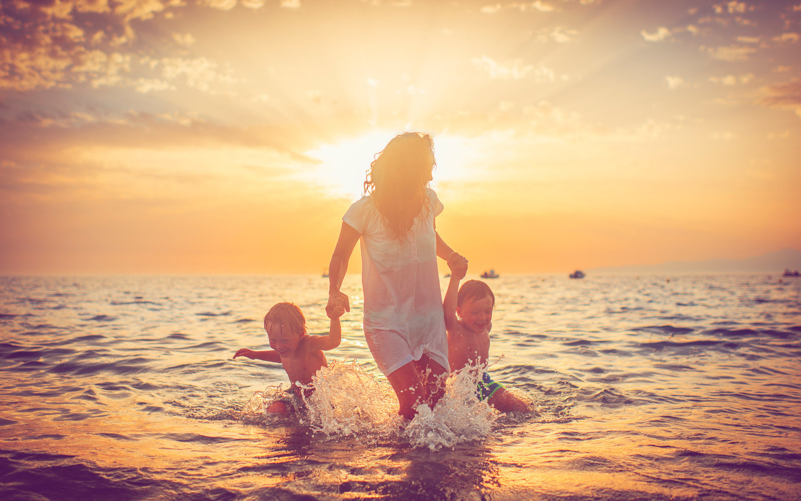 How Single Parents Can Save More Money on Vacations ...