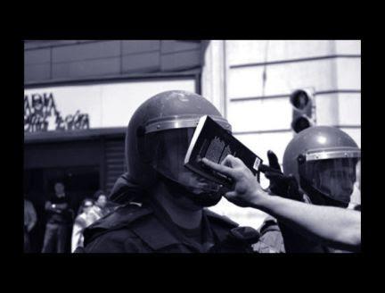 libros contra porras, antidisturbios, libro prohibido, primavera valenciana, antidisturbios libro