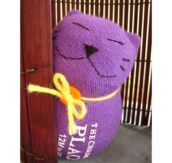 14 Great Ways To Recycle Old Socks Wordless Wednesday
