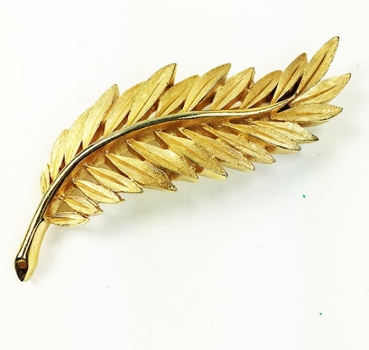 Trifari Long Leaf Brooch Gold Tone Vintage