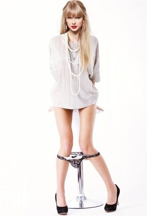 Taylor Swift Upskirt No Panties | xPornxlx