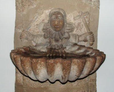Archivo:Pila de agua bendita.jpg