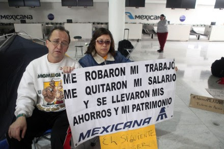 Extrabajadores de Mexicana mantienen huelga de hambre en el aeropuerto. Foto: Benjamin Flores