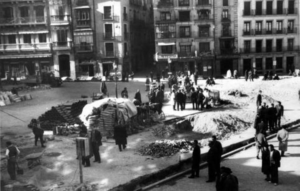 Obras de canalización de las aguas del río Torcón en Toledo en 1948. Plaza de Zocodover