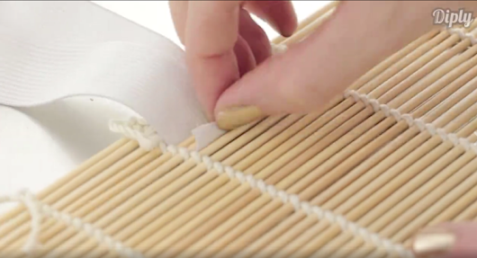 She Grabs A Sushi Mat And Elastic. What She Makes? Every Girl Needs This!