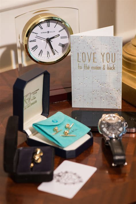 Anniversary Gift Ideas for Your First Wedding Anniversary