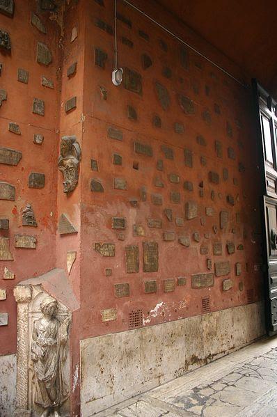 File:0252 - Roma - S. Silvestro in Capite - Cortile - Foto Giovanni Dall'Orto, 11-Apr-2008.jpg