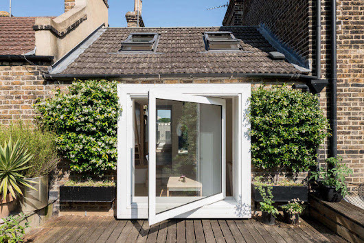 Small Wonder: A 330-Square-Foot Home in London that Feels Spacious