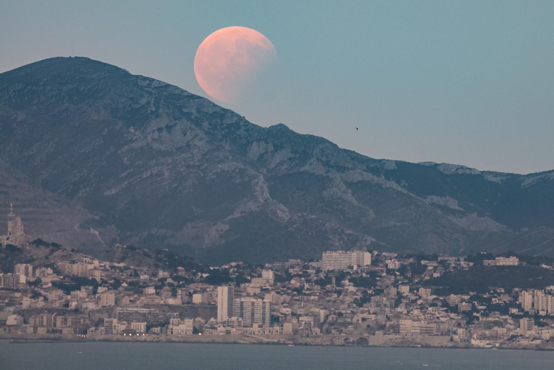 Observez Une Superbe éclipse Totale De Lune Et Lopposition