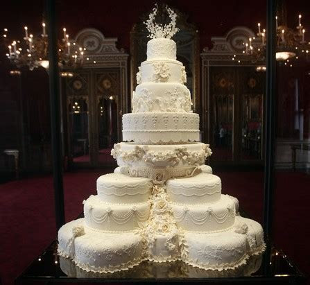 CAKE PARADE ARENA: CELEBRITY WEDDING CAKES